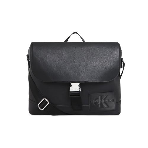 Bolso Bandolorera Calvin Klein K50K505547 Color Negro